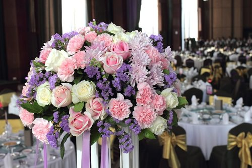 Choosing a Wedding Florist - Ask about the way the florist charges for his services