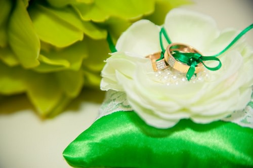 Fabulous Emerald-Themed Wedding Ideas