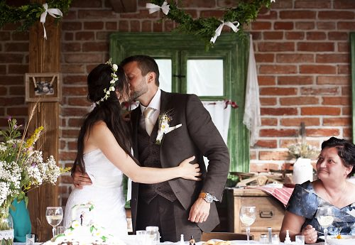 Go for a rustic vintage wedding theme