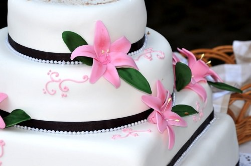 Re-create your parents' wedding cake