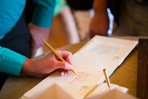 Set up a wedding reception guestbook with the difference