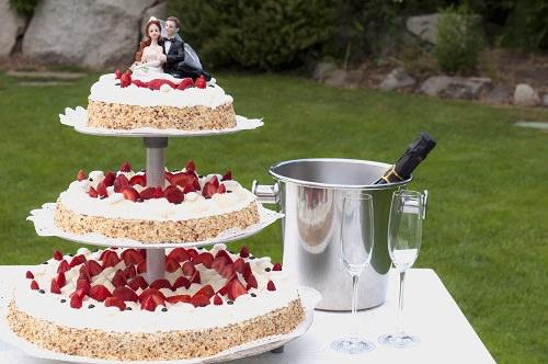The nude wedding cake