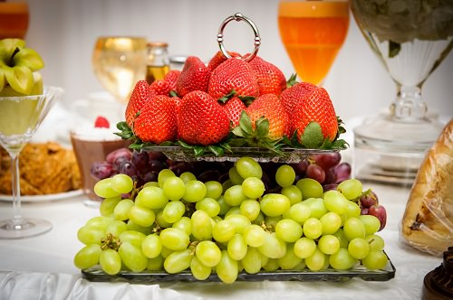 Use bunches of grapes to decorate the aisle with