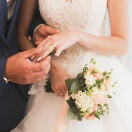 10 Must-Have Wedding Photos