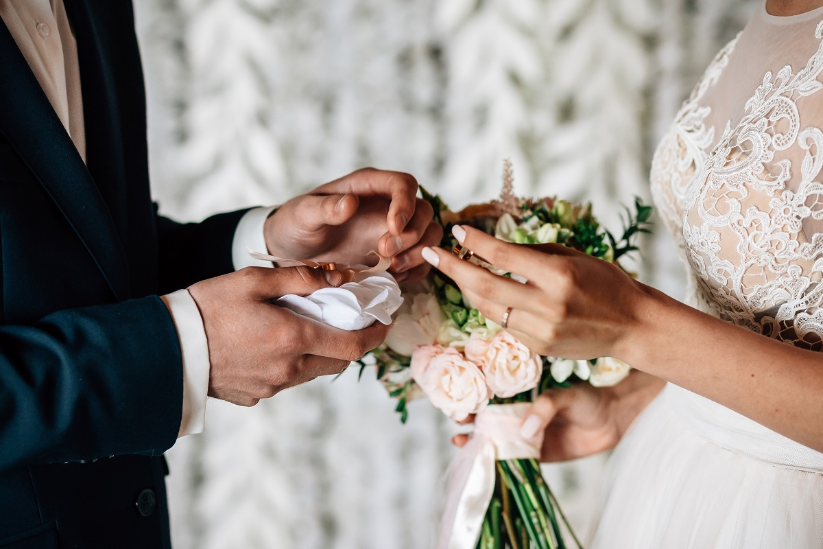 10 Wedding Traditions to Keep Forever