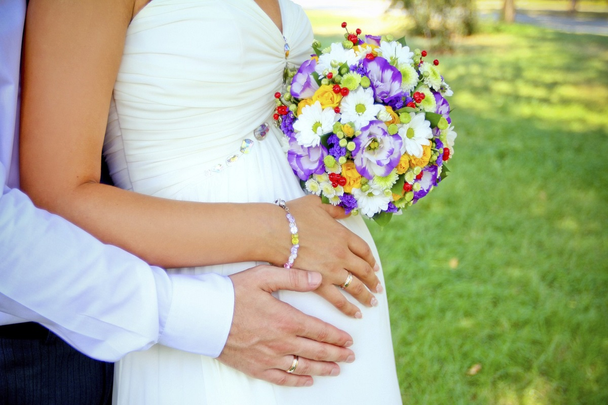 10 Tips for Buying a Wedding Dress When You're Pregnant
