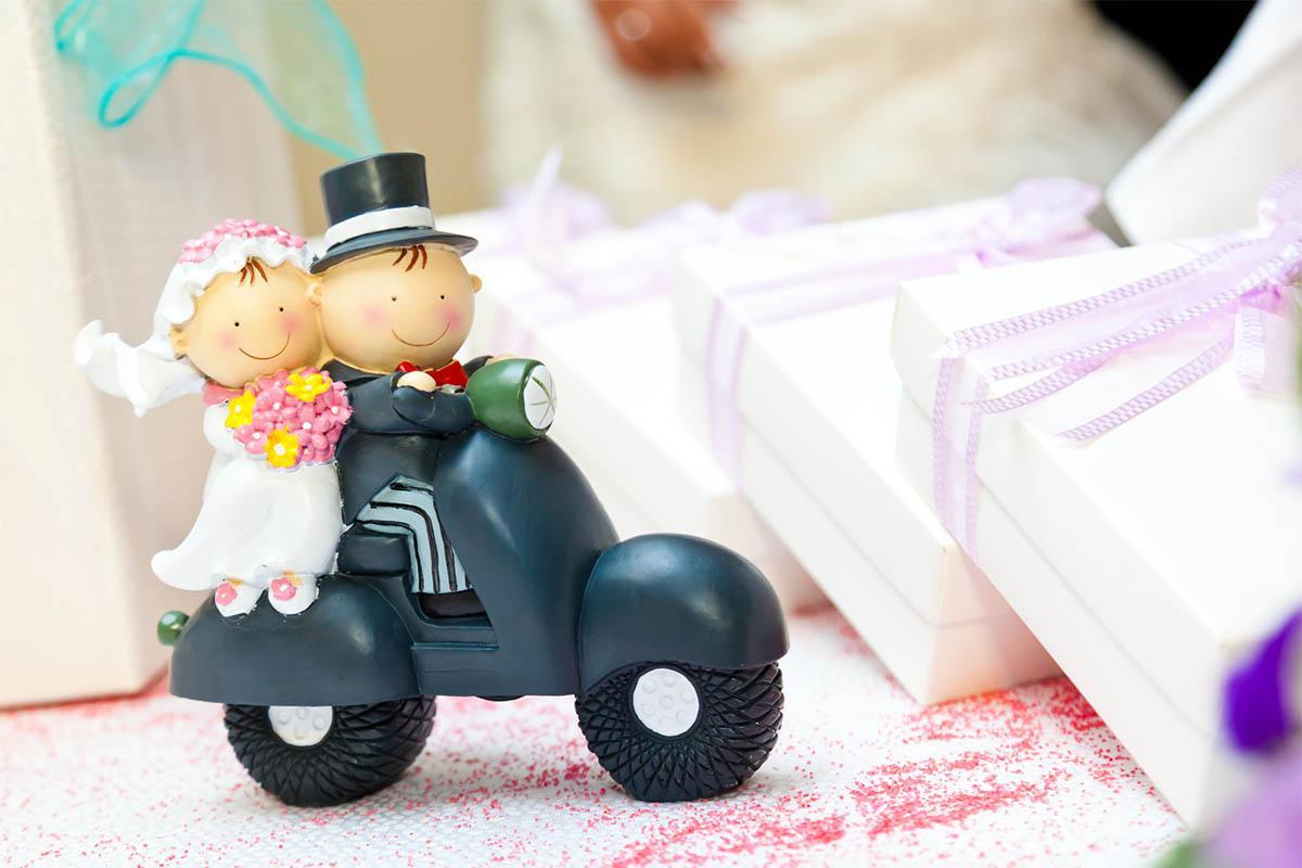10 Fairly Unique Wedding Reception Favors