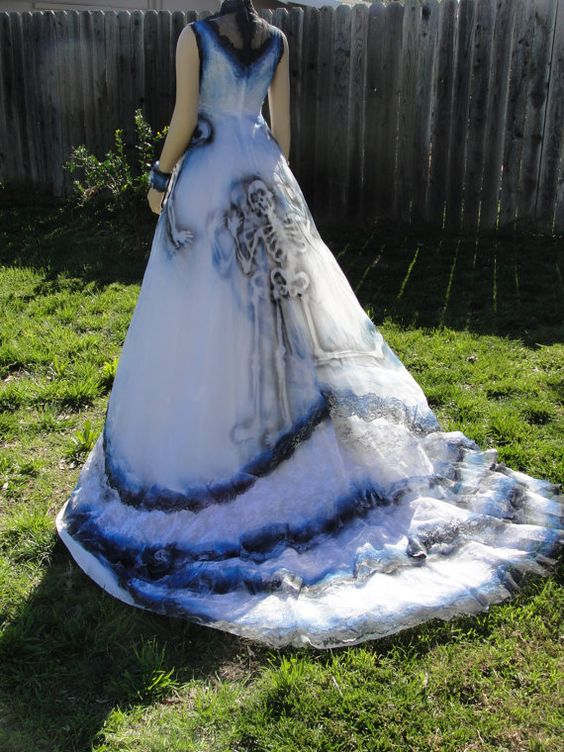 10 Creepily Mysterious Halloween Wedding Dress Ideas