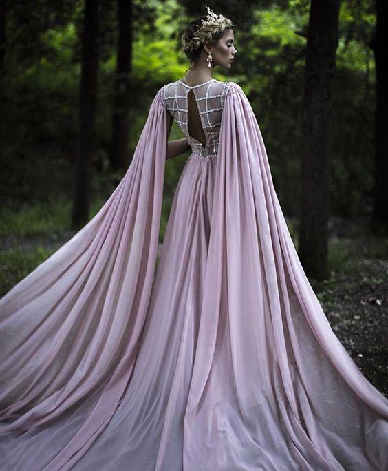 10 Creepily Mysterious Halloween Wedding Dress Ideas