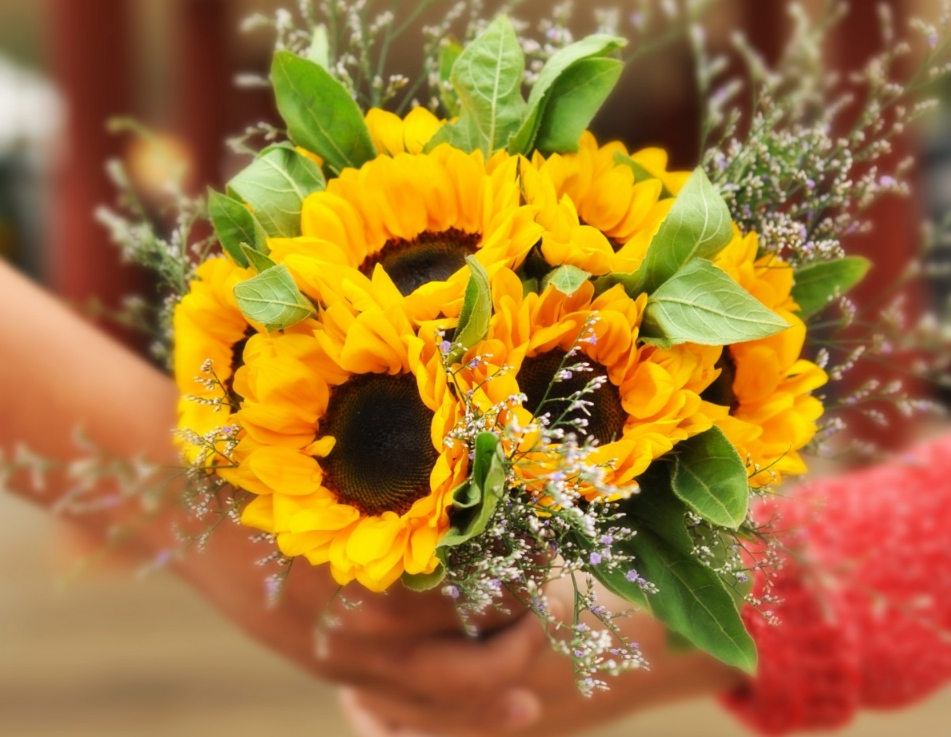 Butterscotch Yellow and Gunmetal fall wedding colors