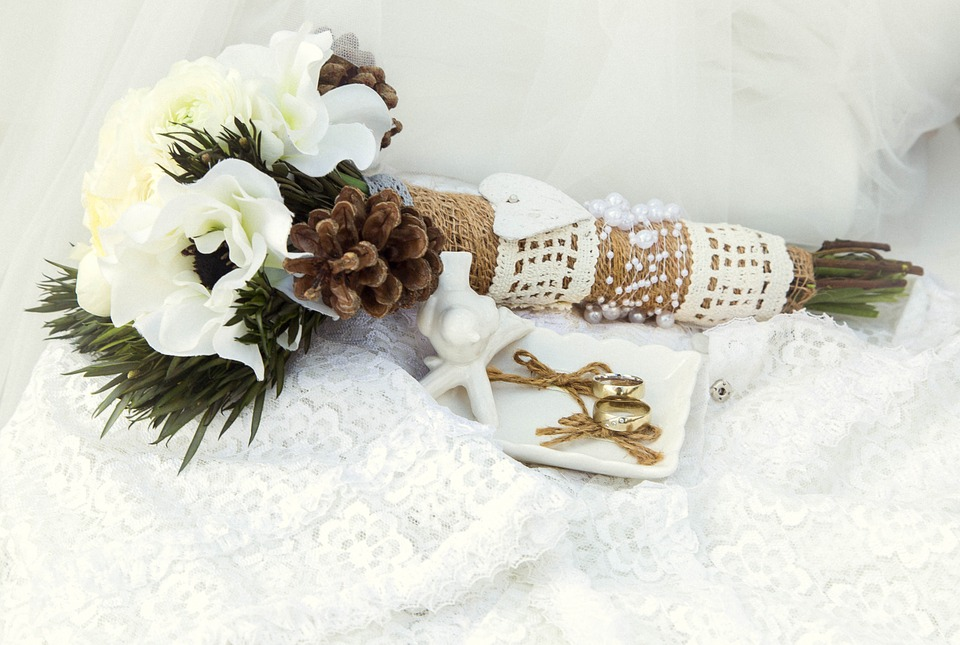 Gold, Black, and White fall wedding colors