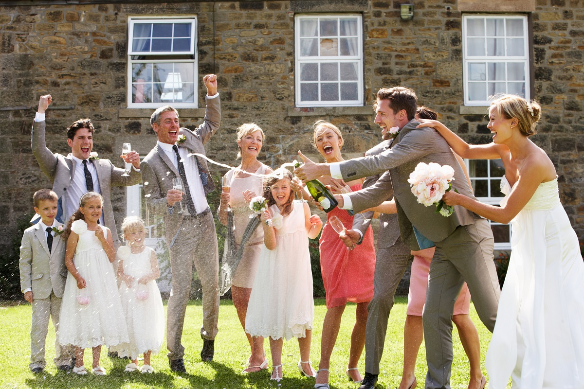 10 Fabulous Ways to Entertain Your Wedding Guests