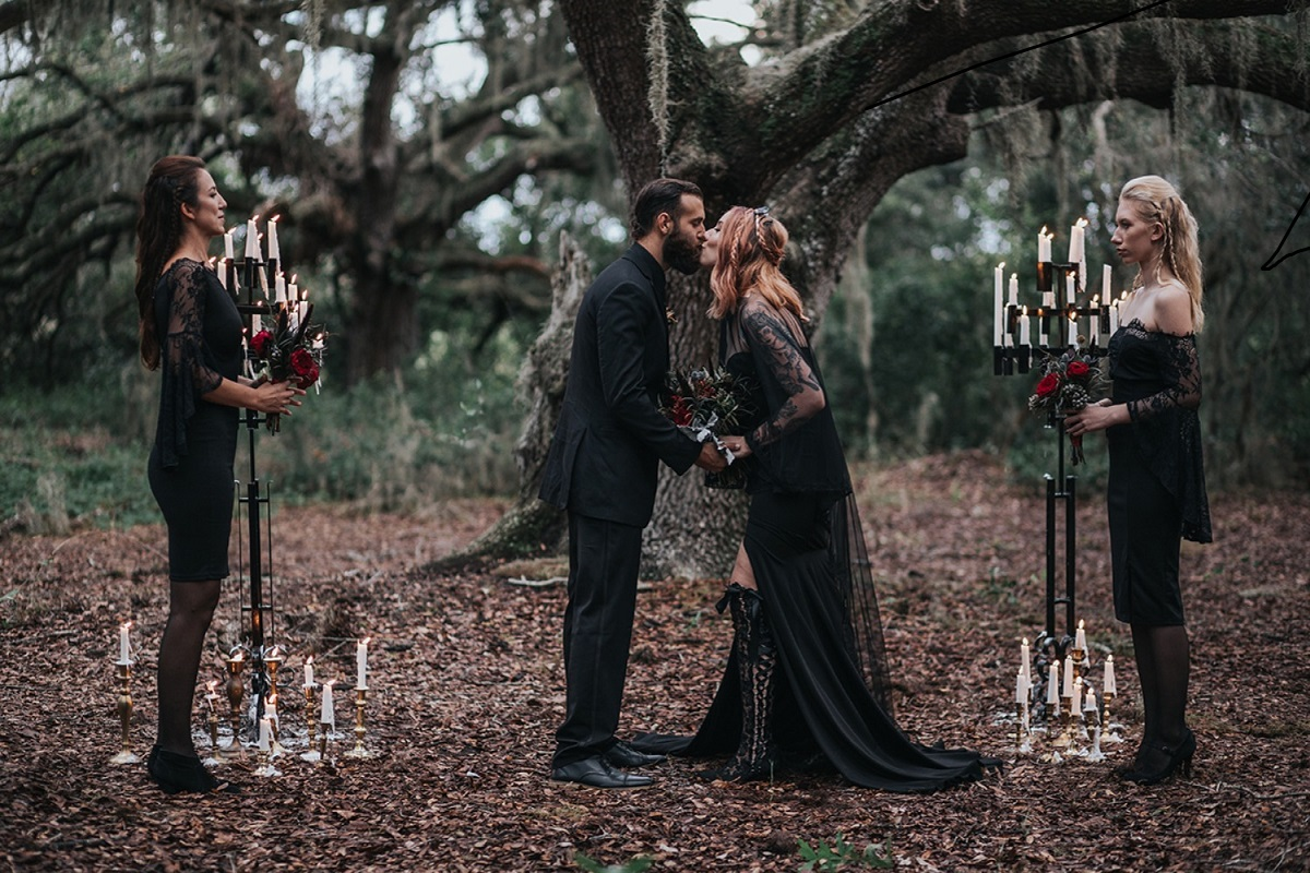 10 Awesome Halloween Wedding Ideas